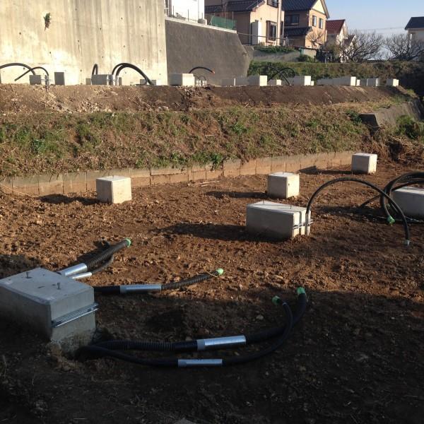 パネルとパワコンをつなぐ配線は、土壌の中