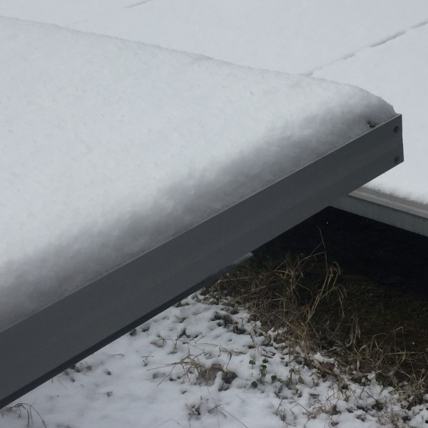 積雪ソーラーパネル