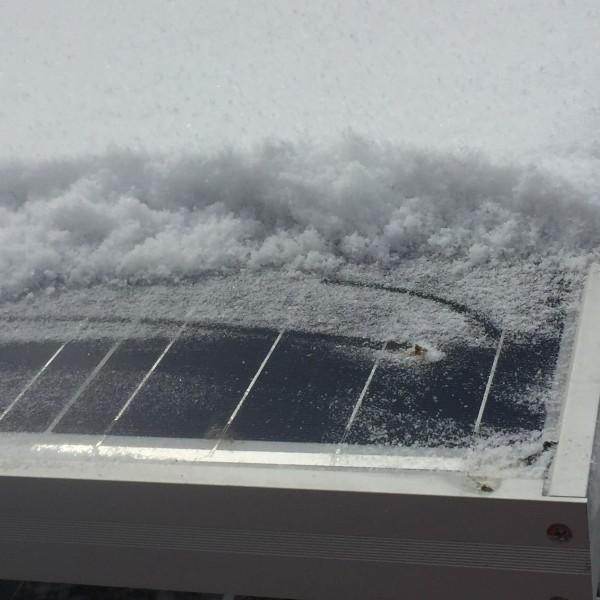 ソーラーパネル雪下ろし道具