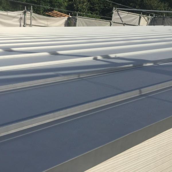 ガルバニウム鋼板屋根ソーラーパネルに最適