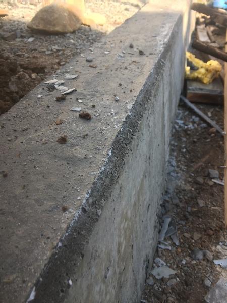 コンクリート型枠の外し方