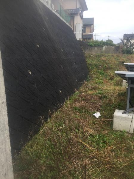 太陽光パネル配置図東側の壁と南側の土手